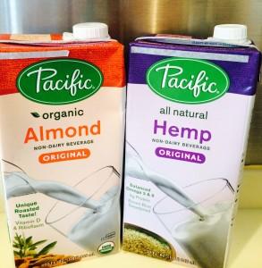 最近常備しているアーモンドミルクとヘンプミルク。ヘンプミルクはオメガ3やミネラルも摂れます。私は豆乳とハーフにして飲んでますが美味しいですよ。